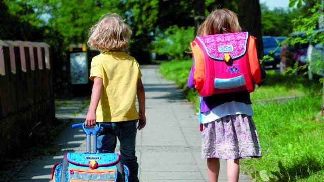 Çocuğunuzun skolyoz olmasını istemiyorsanız bu noktalara dikkat!