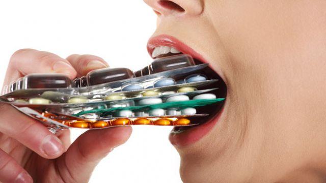 Antibiyotik çılgınlığı hız kesmiyor! 10 reçete'nin 3'ü antibiyotik