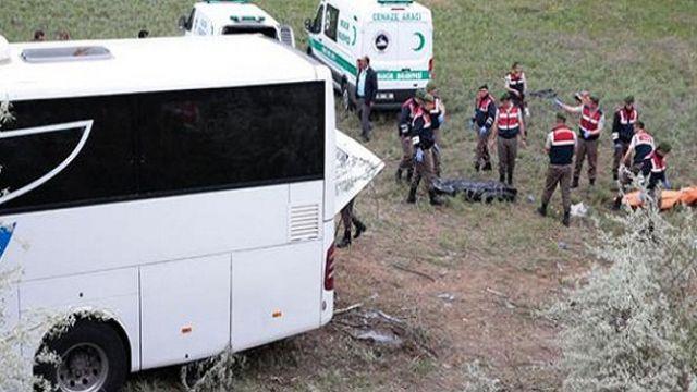 Yolcu otobüsü devrildi: Çok sayıda ölü var