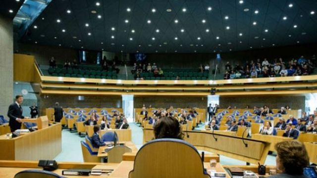 Soykırım yasa tasarısı Hollanda Parlamentosundan geçti