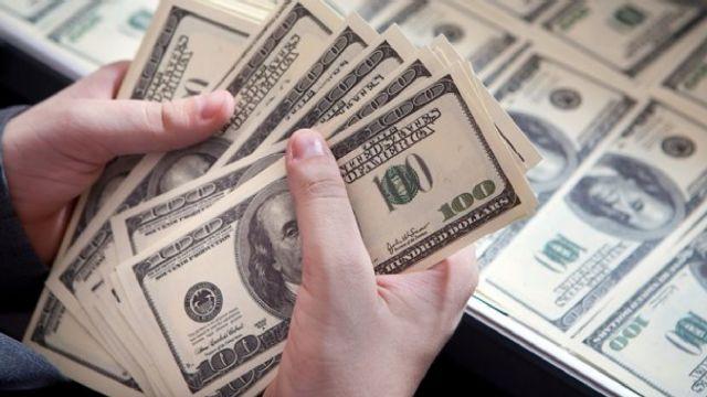 Dolar 4 TL'yi aştı. Yurt içi piyasa tedirgin