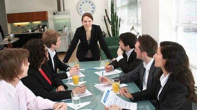 Kadınlar üst düzey yöneticilik koltuğundan oldukça uzak