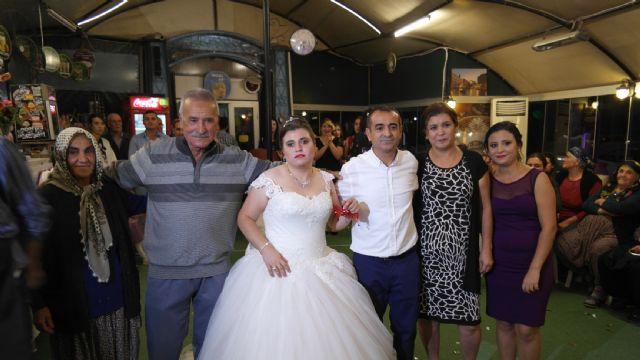 Gelinlik onun özlemiydi, damatsız düğünle dileğine kavuştu