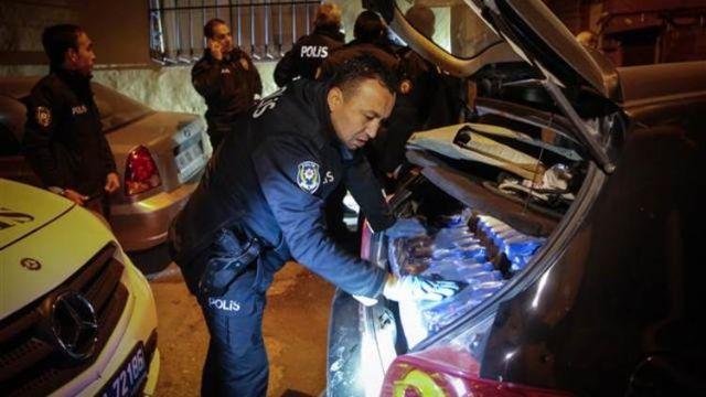 Sarhoş sürücünün bagajından çıkanlar polisi şoke etti