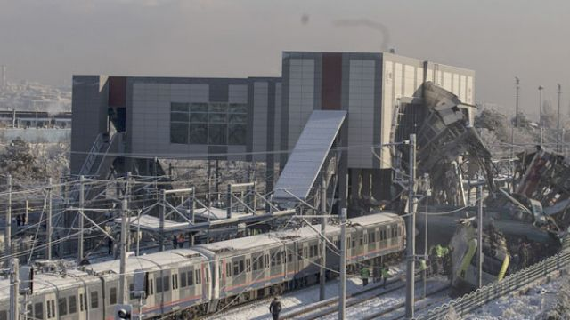 Ankara'da Hızlı Tren Kazası 9 Kişi Hayatını Kaybetti 47 Kişi Yaralandı