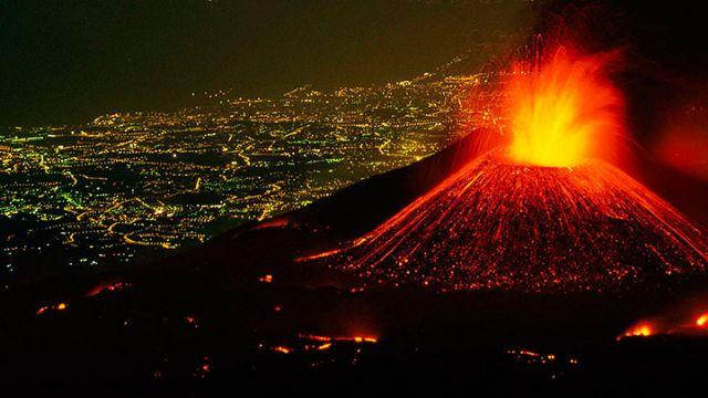 Etna Yanardağı 4,8 büyüklüğüne kadar çıkan depremlere neden oldu