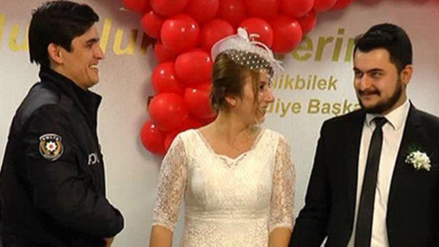 Polis memurlarının nikahında kelepçe şoku!