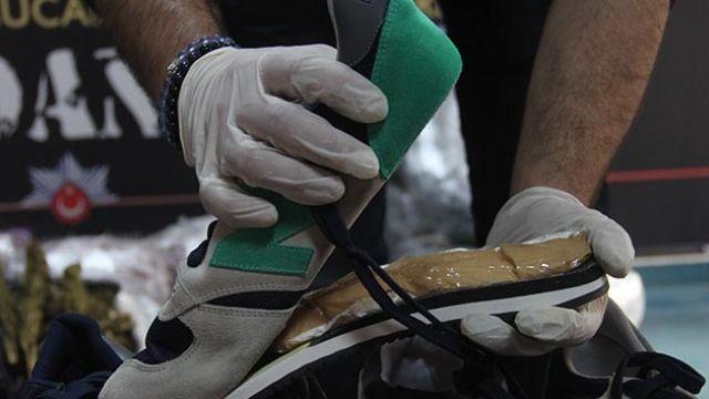Ayakkabı tabanında saklı 1 kilo kokain ele geçirildi