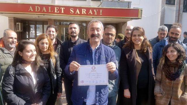 Tunceli'de TKP'li Fatih Maçoğlu mazbatasını aldı, sokak hayvanlarını unutmadı