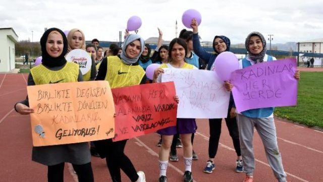 Van'da kadın öğrenciler cinsiyetçi spor algısını yıkmak için sahaya çıktı