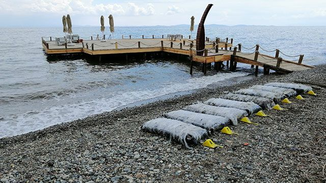 Uyuşturucu madde sahil kenarlarına vurmaya devam ediyor.