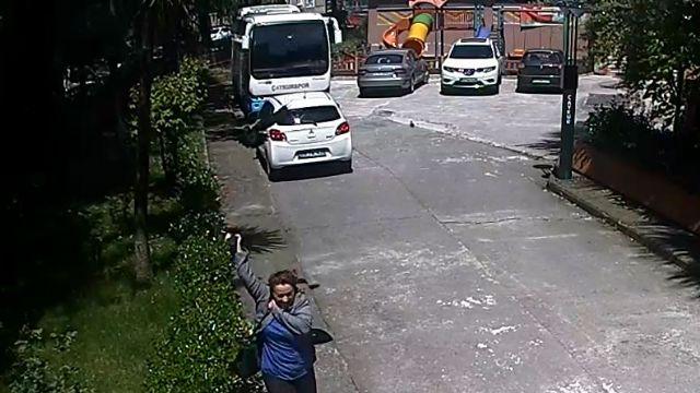 Rize'de kadına kargaların saldırısı kamerada
