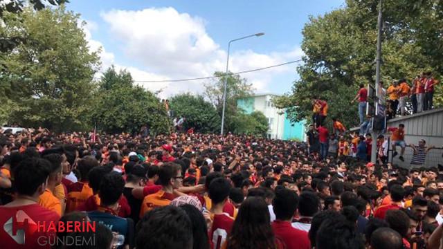 Galatasaraylı taraftarlar Falcao'yu bekliyor