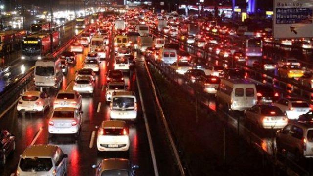İstanbul trafiğinde yağmur yoğunluğu