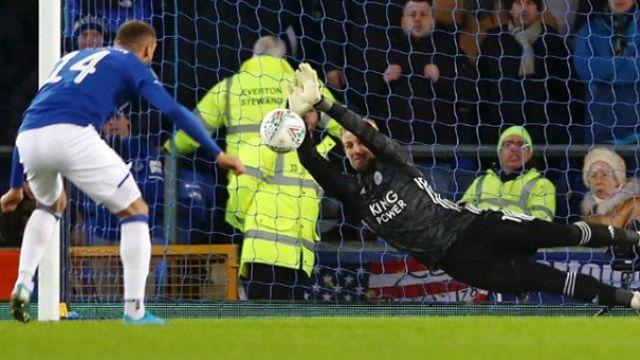 Cenk Tosun kaçırdı Everton elendi