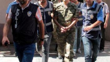 Askere büyük operasyon..İzmir'de bylock tutuklamaları