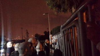 Takıma sinirlenen Karşıyaka taraftarı tesisleri bastı