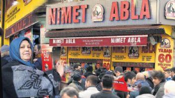 İzmir'de Nimet Abla oyunu