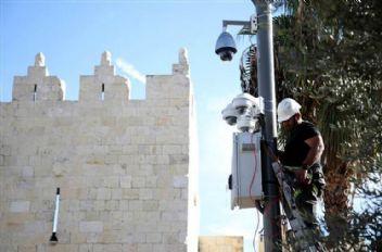 İsrail Filistinlileri 24 saat gözlüyor