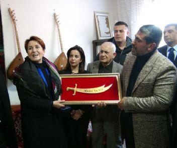 Meral Akşener'e Tunceli'de yoğun ilgi