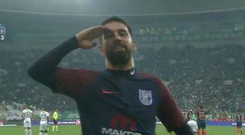 Arda Turan Süper Lig'e golle başladı