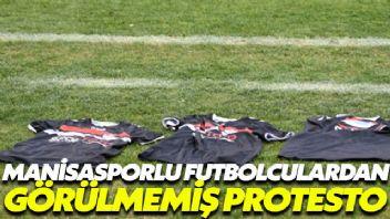 Manisasporlu futbolculardan görülmemiş protesto