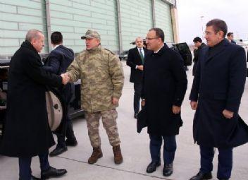 Erdoğan, Hatay'daki harekat merkezini ziyaret etti