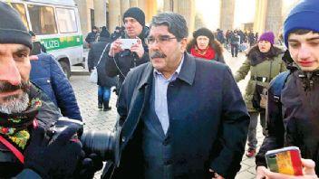 Çekya'da serbest bırakılan Salih Müslim, Berlin'de PKK mitingine katıldı