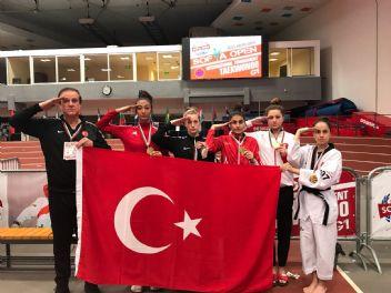 Tekvando'cularımız madalyalarla döndü, Mehmetçiğe selam çaktı
