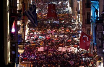 İstiklal caddesini doldurdular bir ağızdan haykırdılar: Biz buradayız