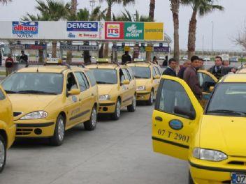 Taksiciler Uber şoförüne tuzak kurup darp ettiler
