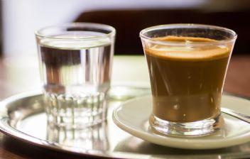 Kahve masum değil, yanında mutlaka su için!