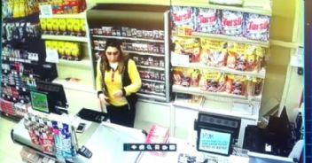Maskeli Gaspçılar Kadın Kasiyeri Darp Etti