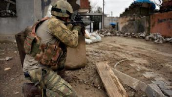 Komandolar Afrin'e girdi. Mehmetçik teröristlere nefes aldırmıyor