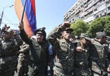 Ermenistan'da halk sokağa indi. Gerilim sürekli artıyor