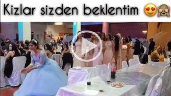 Gelin ve Nedimelerinden Dans Show...