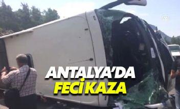 Antalya'da turisteri taşıyan tur otobüsü kaza yaptı
