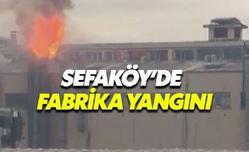 Sefaköy'deki fabrika yangınına müdahale sürüyor