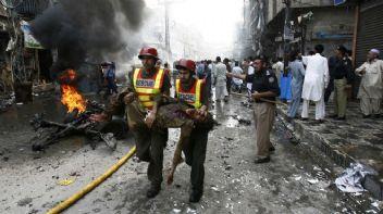 Pakistan'da art arta canlı bomba saldırıları