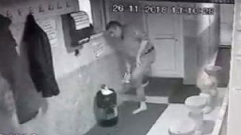 Camiye dadanan hırsız güvenlik kameralarına yakalandı