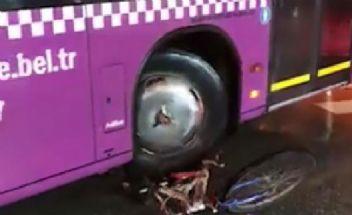 Halk otobüsü şoförü altına aldığı bisikleti metrelerce sürükledi
