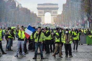 Sarı Yelekliler yeniden Paris meydanlarında