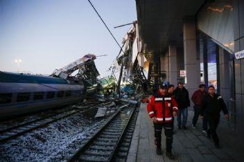 Ankara'da Yüksek Hızlı Tren Klavuz Tren Çarpıştı 43 Yaralı 4 Kişi Hayatını Kaybetti