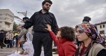Eksi 2 derecede kadına yönelik şiddete tiyatro