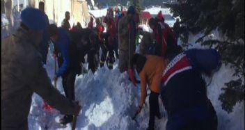 Uludağ'da 6 kişi kar altında kaldı
