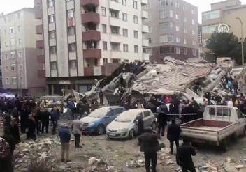 İstanbul Valisi'nden çöken bina hakkında açıklama