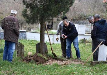40 sene sonra bebeğinin mezarını açtırdı!