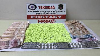 Uyuşturucu satıcısı otogarda yakalandı