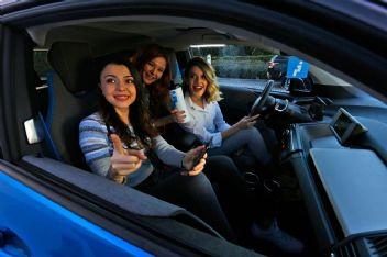 Kadınlara saati 1 liradan kiralık araç
