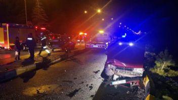 Isparta'da korkunç kaza: 21 yaralı